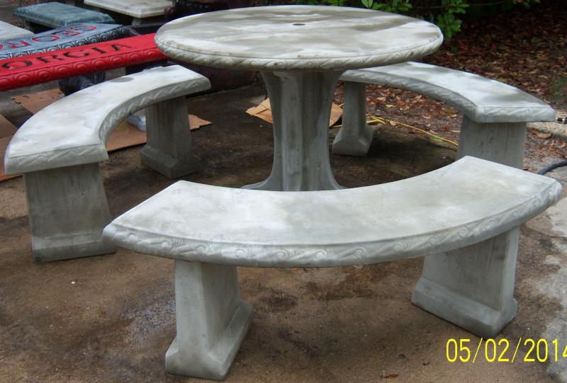 Southern Precast Concrete Tables And Benches - Round concrete table with benches